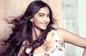 Sonam Kapoor lost _______ Kg for her debut film Saawariya.