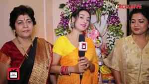 Rati Pandey welcomes Bappa with family