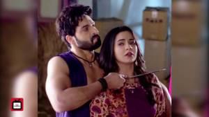 Suraj attempts to murder Chakor in Udann