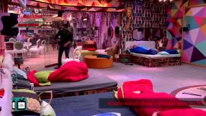 BB13 Day 26   Asim Riaz and Paras Chhabra get into a major fight over food