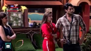 "Rashami and Mahira have a verbal war | Rashami calls Mahira, ""Zabardasti Ka Fanda"""