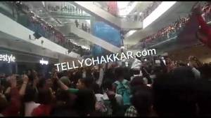 Fans go crazy at Oberoi Mall to support Bigg Boss 13 contestants