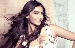 Sonam Kapoor lost _______ Kg for her debut film Saawariya.