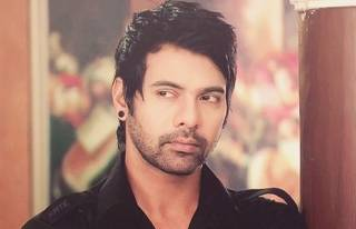 Shabir Ahluwalia started acting at the age of 25.