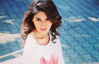 Nikita Dutta made her Bollywood Debut with___________