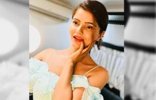 Rubina Dilaik played school girl in Falguni Pathak's Dole Dole with Shahid Kapoor