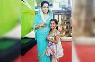 Aakriti meets her 'idol' Hema Malini
