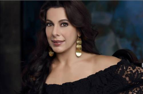 Actress Pooja Bedi participates in Mahindra Open Drive to raise funds for water wheels