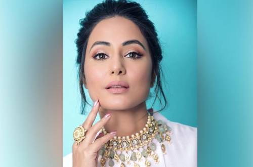 Hina Khan mesmerizes fans with her looks from her new projects