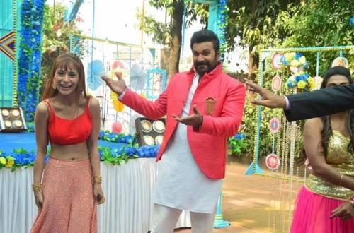 Sara Khan makes a special appearance in Mahesh Pandey's Vidya