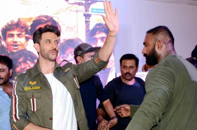 Hrithik Roshan praises 'Super 30' co-actor Virendra Saxena