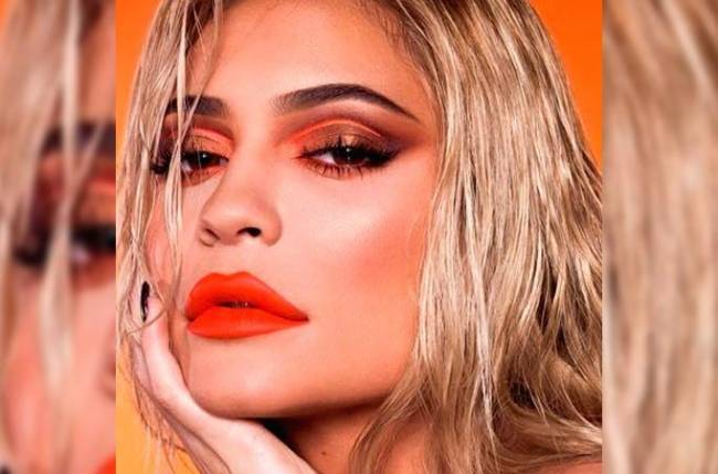 Kylie Jenner's middle toe is shorter than the rest - 06-Mar