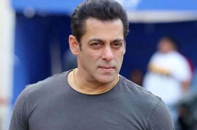 Salman Khan Takes Up 'Anna Daan' Challenge, Distributes Ration