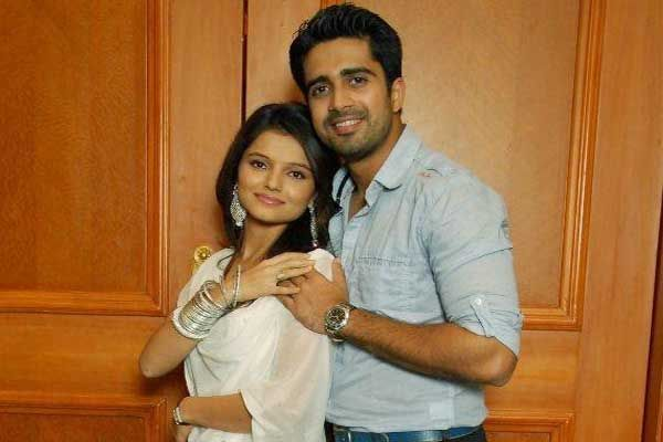 Are dev and radhika dating in real life
