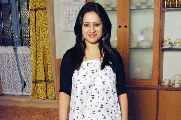 pooja joshi aka varsha of yeh rishta heads to delhi to