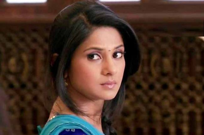 Kumud To Hurt Her Toe Before Her Dance Performance In The Sangeet