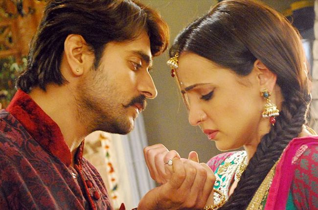 Intense passion: Sanaya Irani (Paro) to kiss Ashish Sharma (Rudra) on ...