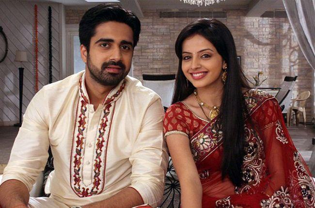Shlok persuades Astha to consummate their marriage and