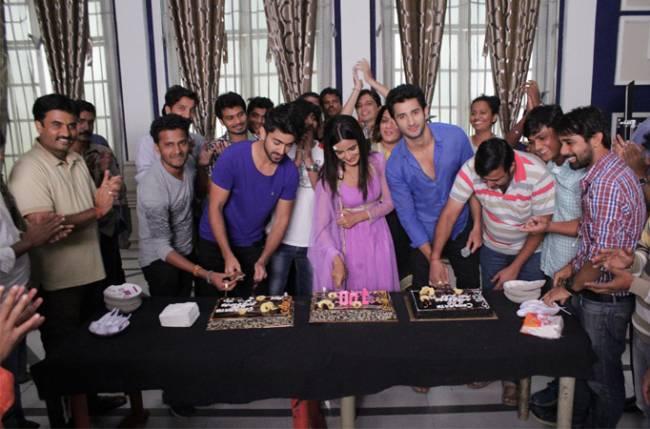 Zee TV Tashan E Ishq Star cast and crew celebrating 100 episodes