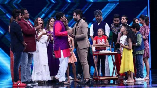 Rithvik Dhanjani's birthday celebration on the set of Super