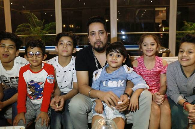 Mika Singh calls for a Daawat with Super Dancer Chapter 2 contestants