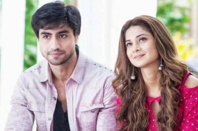Jennifer Winget and Harshad Chopda are having a feast