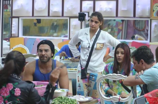 Bigg Boss 13 Weekend Ka Vaar November 24 episode LIVE UPDATES