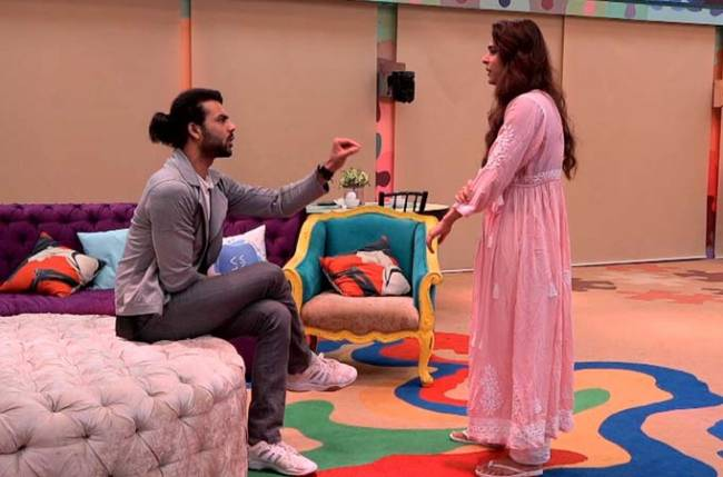 Bigg Boss 13: Asim Riaz covers himself with shaving cream