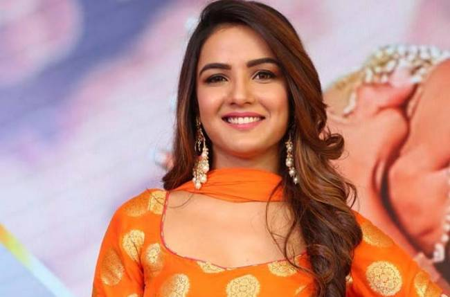 Jasmin Bhasin ready to take Rs 2 crore bank loan