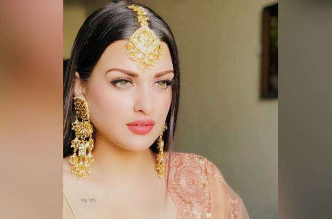 OMG!! Himanshi Khurana decked up in wedding bangles, fan questions on marriage