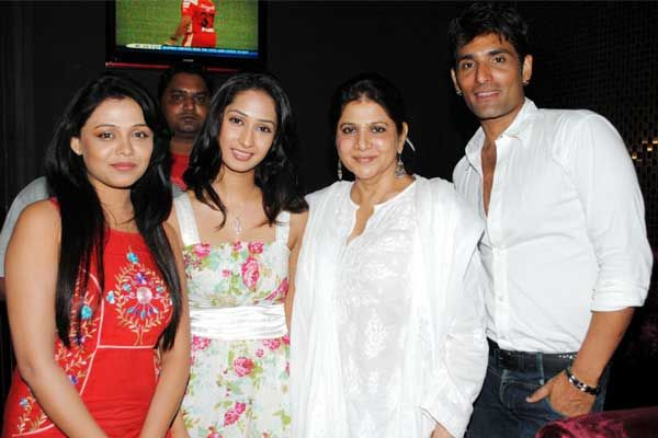 Prarthana Behere, Priya Marathe, Asha Sachdev and Model Shabbir Ali.