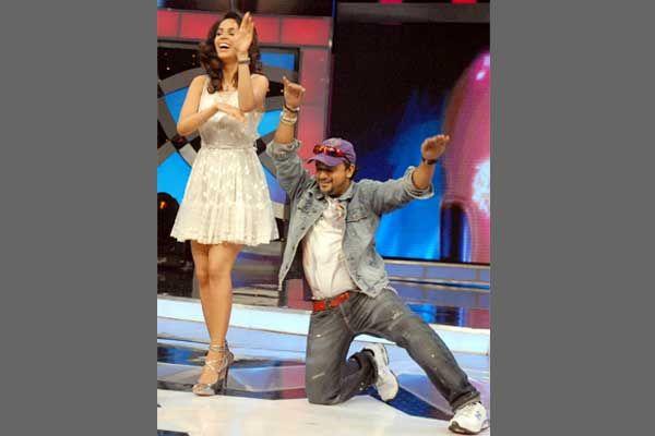 Are those heels borrowed, Daler Mehndi seems to be asking