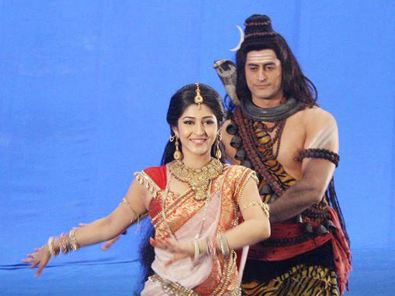Mohit raina and sonarika bhadoria offscreen