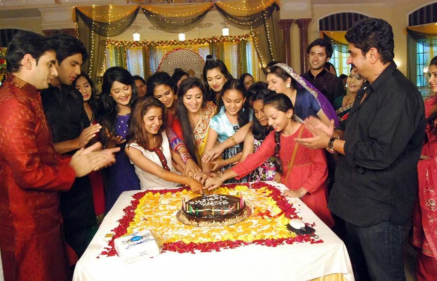 Women's day cake cutting on the sets of Aur Pyaar Ho Gaya