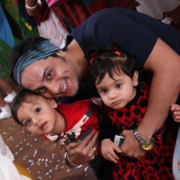 Saillesh Gulabani with his cute twins