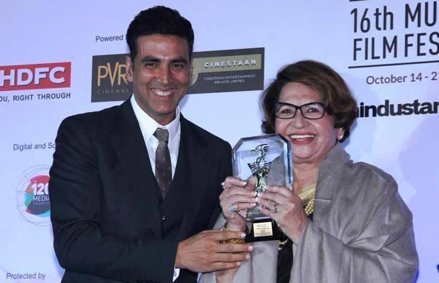 Catherine Deneuve recieving the lifetime achievement award from Aishwarya Rai Bachchan Niraj Bajaj MD, Bajaj Auto