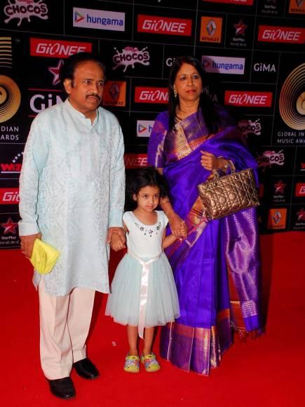 Shraddha Kapoor along with her mother Shivangi Kolhapure