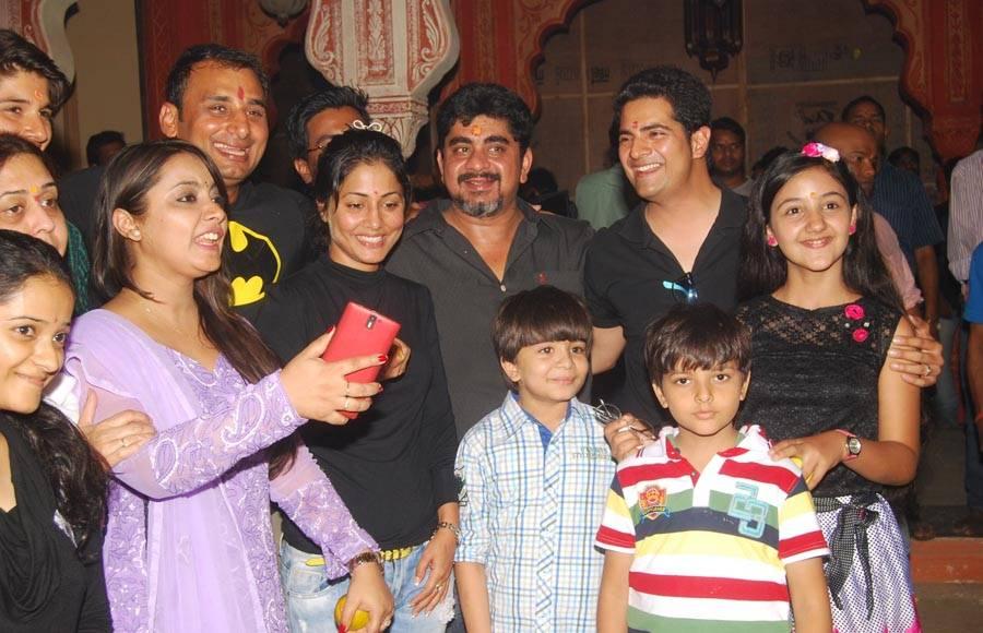 Celebration on the sets of Yeh Rishta Kya Kehlata Hai