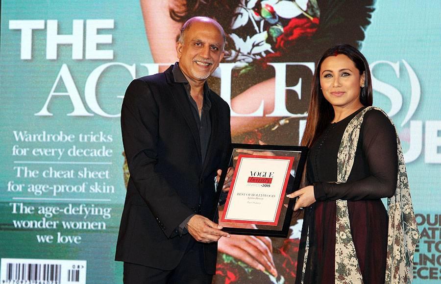 Alex Kuruvilla (Managing Director, Condé Nast India presenting the award for `Ageless Beauty` to Rani Mukerji