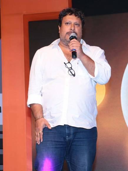 Shashi Kapoorji receiving the Lifetime Achievement Award by Shyam Benegal