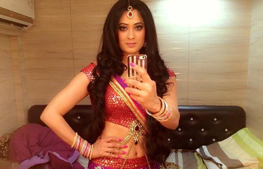 Sexy indian navel shows assured