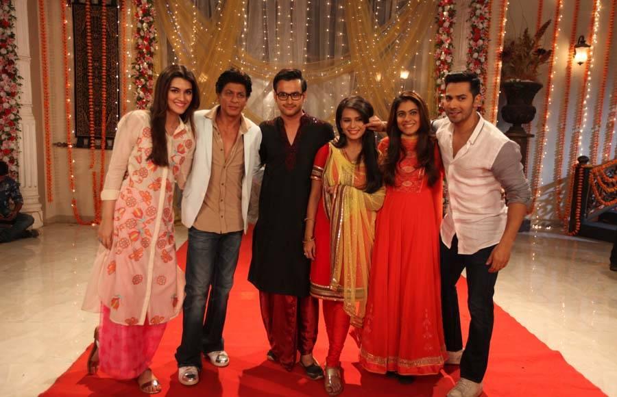 Shah Rukh Khan, Kajol, Varun Dhawan and Kriti Sanon with Ankush Arora and Sonal of Zee TV's Yeh Vaada Raha