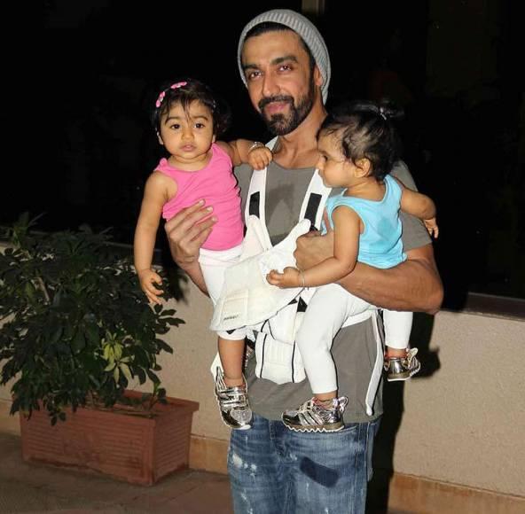 Chandan Prabhakar with his kid