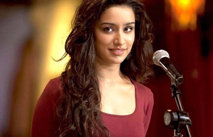 Sonakshi Sinha (Aaj Mood Ishqholic Hai)