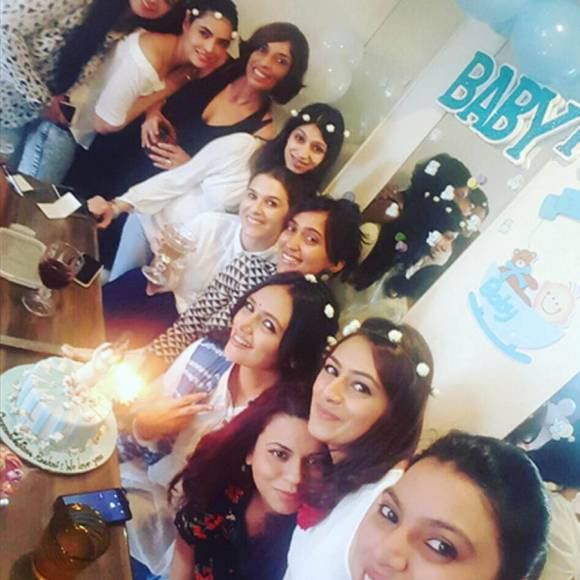 Roshni Chopra's BABY SHOWER!