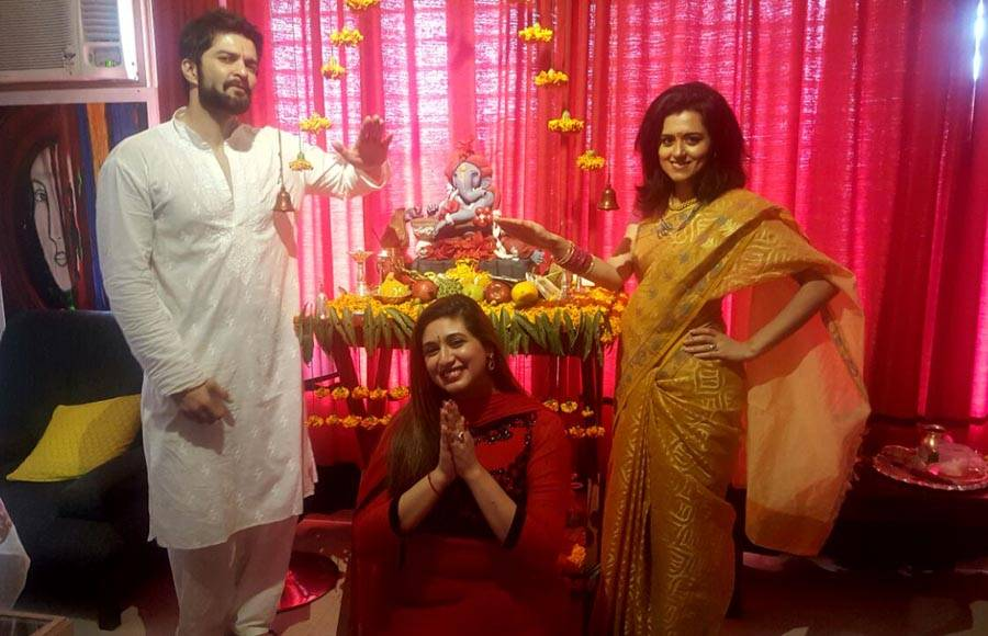 Shardul Pandit with Ankita Bhargava, her parents and Roopal Tyagi, Kapil