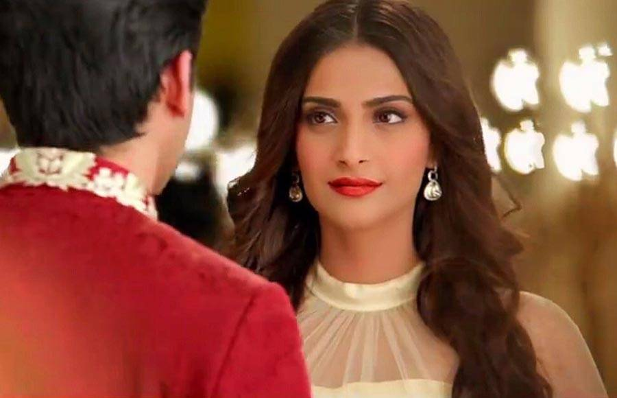 Khoobsurat co-stars Sonam Kapoor and Fawad Khan have reunited for a new Pakistani tea advertisement.