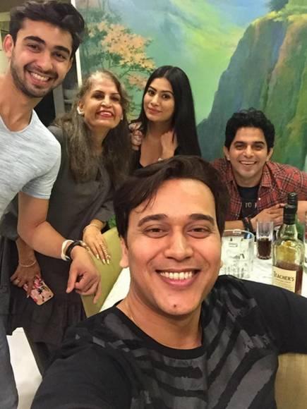 Vivek Dahiya's ROCKING birthday party!