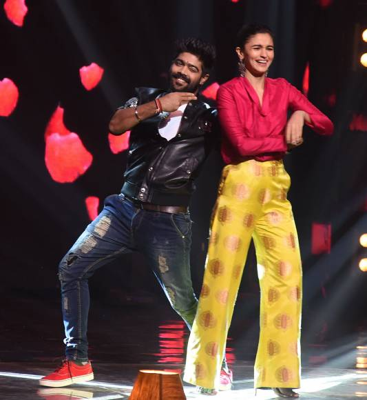 Varun and Alia promote 'Badrinath Ki Dulhania' on Indian Idol