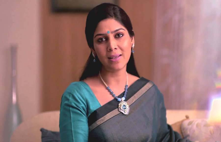 Nia Sharma (Twisted)